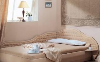 В чем особенности угловых двуспальных кроватей, важные критерии выбора