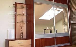 Особенности шкафов купе выполненных из массива, обзор моделей