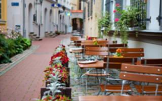 Варианты мебели в летнее кафе, и рекомендации по выбору